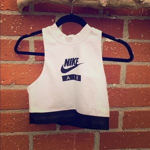Nike women's cropped tracing top